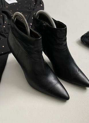 Роскошные кожаные ботильоны / ботинки tomaris