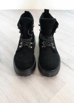 Замшевые грубые ботинки мартенс