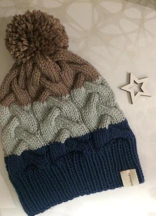Вязаная весенняя шапка 46-48 см