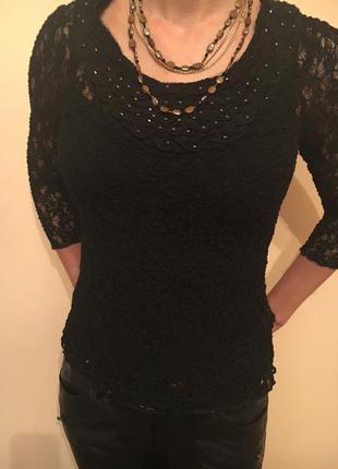 Нарядная черная ажурная блуза с украшением из бисера