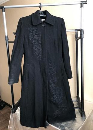 Классное пальто с вышивкой