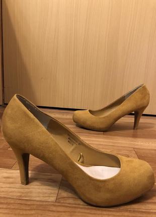 Шикарные туфли 39 размера