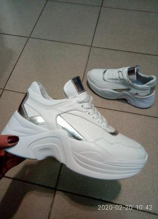 Кожаные кроссовки из новой коллекции