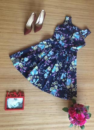 Очень красивое платье с пышной юбкой,размер s