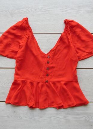 Яркая блуза с v-вырезом воланами на плечах от asos