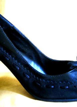 Черные классические кожаные туфли французского бренда andre 34 р., лаковая кожа + замш