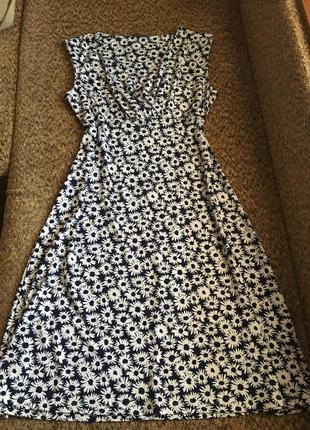 Милое платье в ромашках