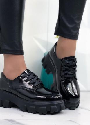 Черные лаковые туфельки