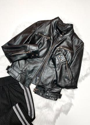 Крутая итальянская кожанная куртка,чёрного цвета на замке/демисезонная