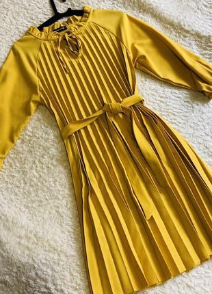 Вишукана сукня з плісировкою італія