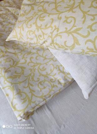 Желтое с белым льняное постельное белье семейное