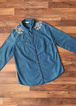 Оригинальная джинсовая рубашка с красивой вышивкой