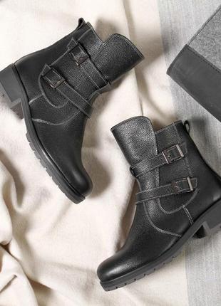 Кожаные женские демисезонные черные ботинки с пряжками низкий каблук натуральная кожа