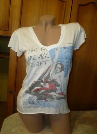 Фирменная футболка сзади удлиненная легкая