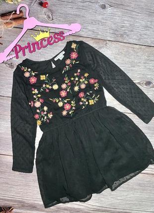 Красивое вышитое платье в цветы