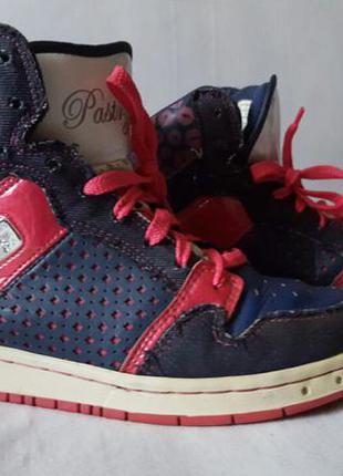Стильные спортивные ботиночки