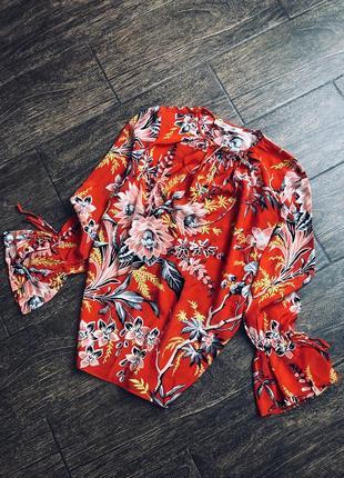 Очень красивая шелковая блуза оригинал (цена на сайте 298$)