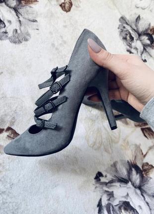 Туфли лодочки серого цвета