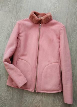 Розовая замшевая дубленка