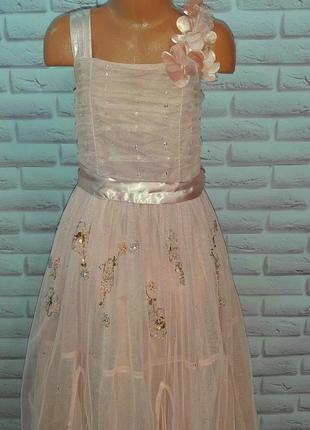 Нарядное нежнейшее платье на 7лет и на 9лет