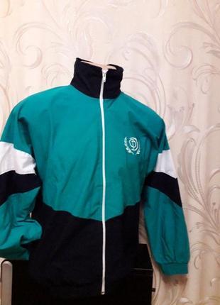 Курточка ветровка спортивная