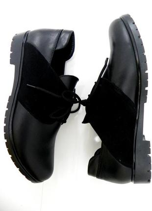 Очень красивые туфельки на шнурках кожа 36,41.
