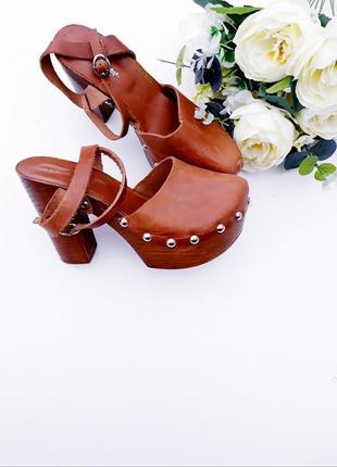 Кожаные босоножки стильные сабо на толстом каблуке