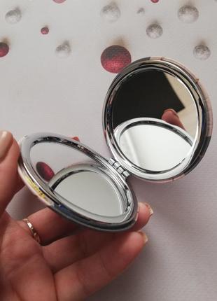 Маленькое компактное зеркало