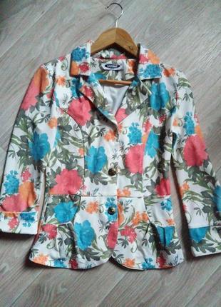 Стильный пиджак в цветочный принт