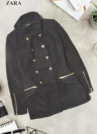 Пальто с милитари пуговицами zara