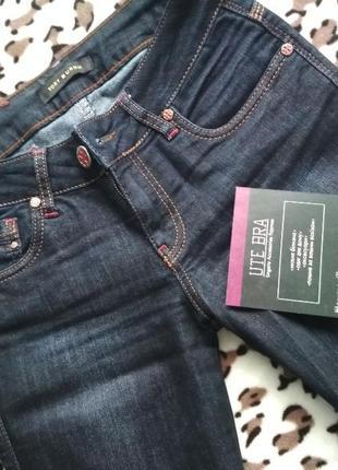 Новые джинсы прямого покроя