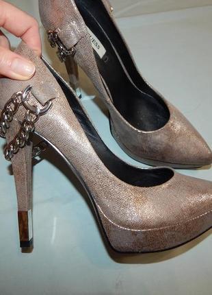 Шикарные удобные модные туфли на каблуке оригинал guess р 38 -38,5