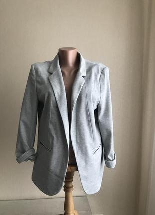 Красивый стильны пиджак