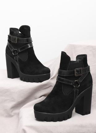 Женские замшевые черные демисезонные ботинки ботильоны на каблуке тракторная подошва кожа