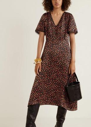 Красивое платье в цветы миди mango