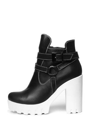 Женские кожаные черные демисезонные ботинки ботильоны на каблуке белая подошва кожа