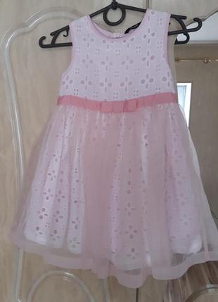 Нежное пышное платье на девочку 5,6 лет.