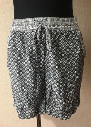 Легенькие женские вискозные шортики шорты размер м