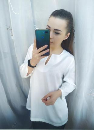Красивая белая блузка