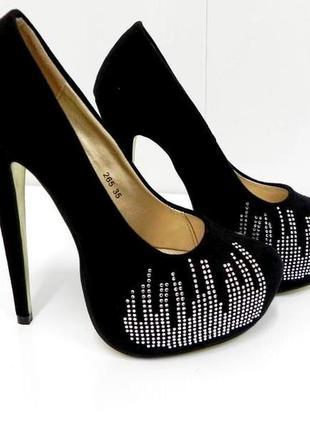 Стильные туфли со стразами 35,39,40