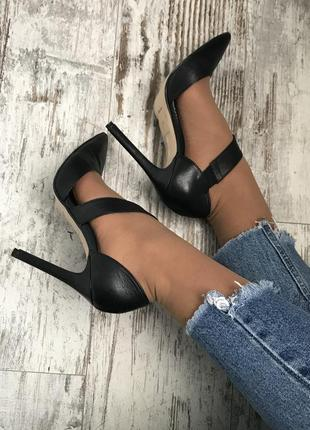 Туфлі bata