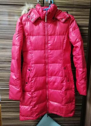 Зимняя красная куртка пуховик
