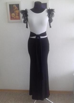Красивейшее нарядное платье с кружевами и открытой спинкой