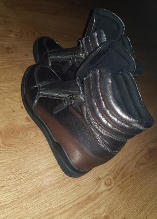 Продам сникерсы , кроссовки, ботиночки