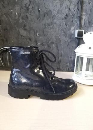 Фірмові черевики