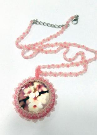 Нежный розовый кулон на цепочке весенние цветы