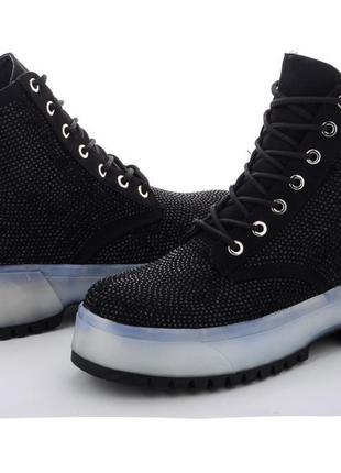 Стильные ботинки в стразах на модной подошве