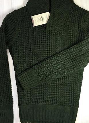 Темно-зелений светр із широким горлом