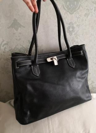 Большая кожаная вместительная сумка.