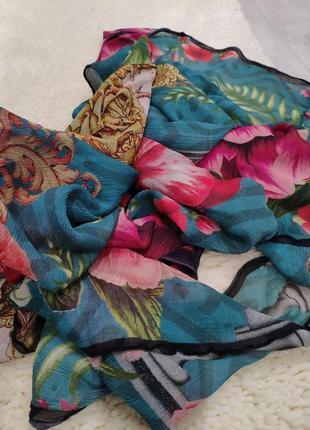 Красивая шаль, палантин в цветы